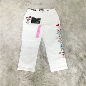 Nine West Chrystie Capri Denim Jeans Embroidery
